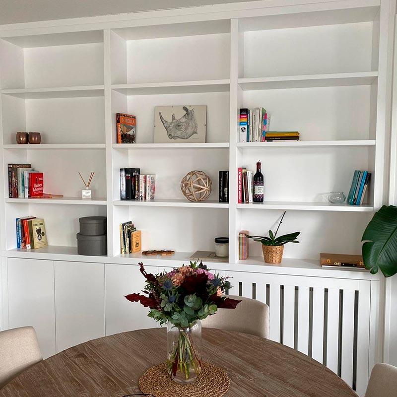 Librerías lacadas a medida para salón